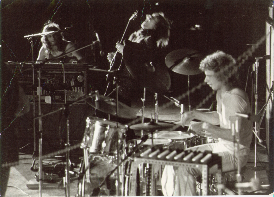 Yes in concert 1971. L-R: Tony Kaye keyboards, Chris Howe on guitar and Bill Bruford on drums