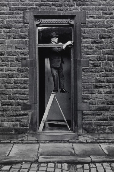 Tom Greenwood cleaning 1976 by Martin Parr © Martin Parr/ Magnum