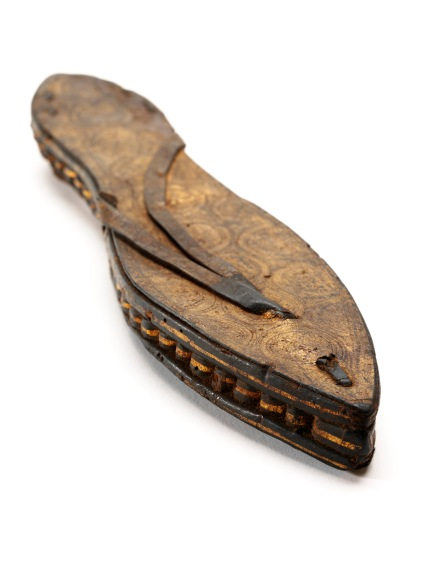 One sandal, gilded and incised leather and papyrus, Egypt (c.30 BCE-300 CE ) © Victoria and Albert Museum, London.