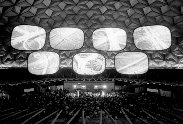 Installation view of Glimpses of the U.S.A., American National Exhibition, Moscow, 1959 © Eames Office LLC.