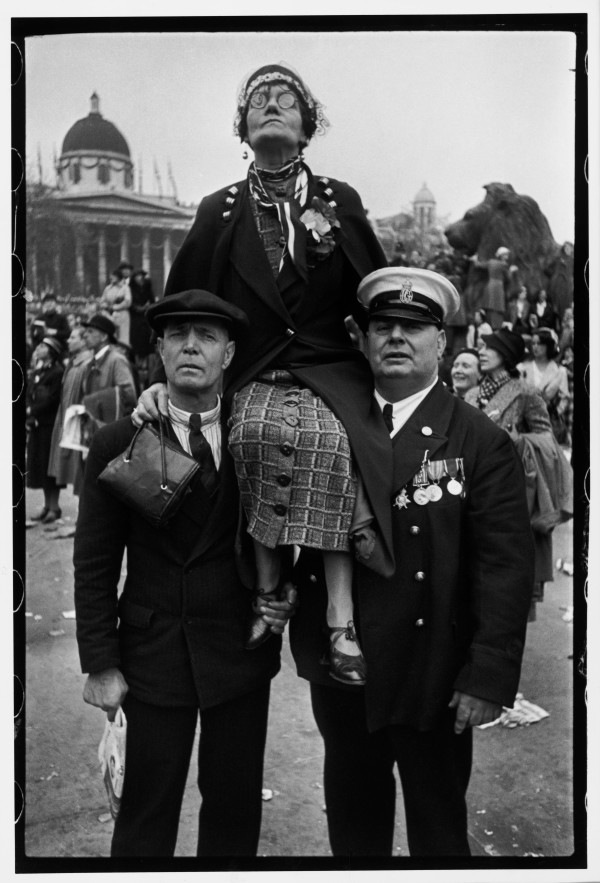 Henri Cartier-Bresson - Coronation of King George VI, Trafalgar Square, London, 12 May 1937 © Henri Cartier-Bresson / Magnum Photos