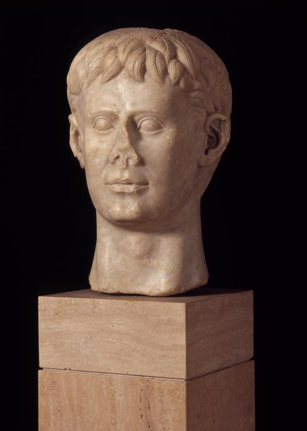 Marble bust of Frederick II, Italy, 1220–50 AD. Deutsches Archäologisches Institut, Rome. © H. Behrens, DAI Rom