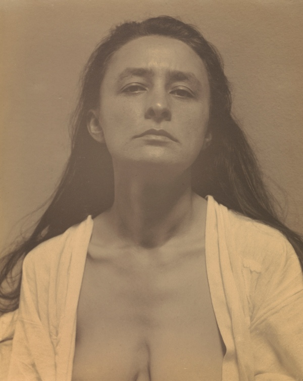 Georgia O'Keeffe by Alfred Stieglitz (1918) The J. Paul Getty Museum, Los Angeles ©The J. Paul Getty Trust