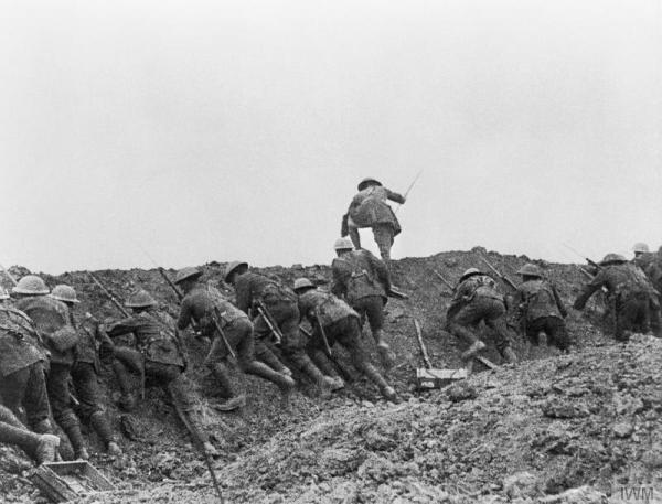 Staged scene from The Battle of the Somme film (1916) © IWM