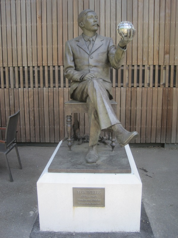 Sculpture of H.G. Wells by Wesley Harland outside the Lightbox Gallery, Woking