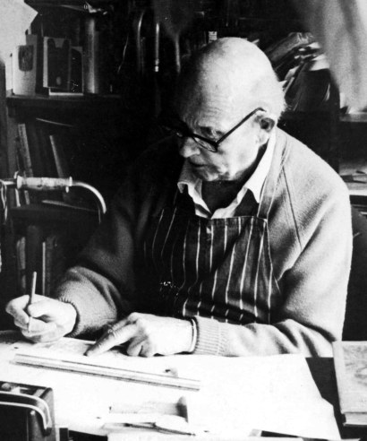 Edward Ardizzone at work © The Estate of Edward Ardizzone