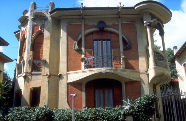 Villino Broggi-Caraceni, Florence by Giovanni Michelazzi (1911)