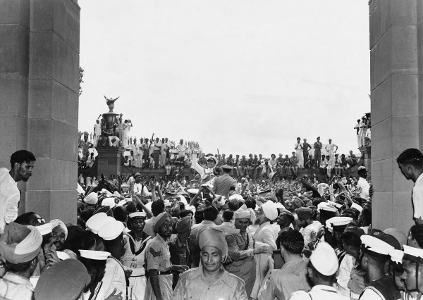 Lord Mountbatten among jubilant crowds outside the Parliament House, Delhi, 15 August 1947 by Homai Vyarawalla © Alkazi Foundation for the Arts