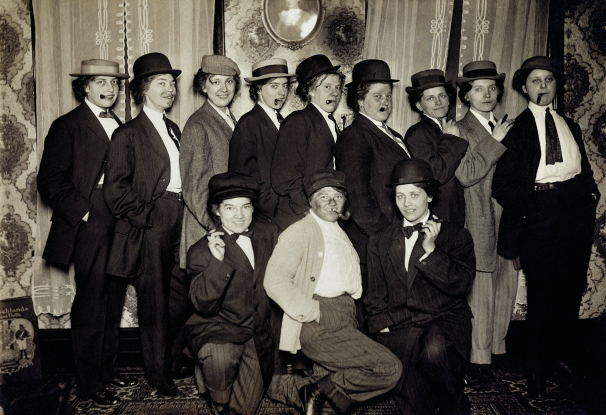A group of 12 cross-dressing women in America, 1912