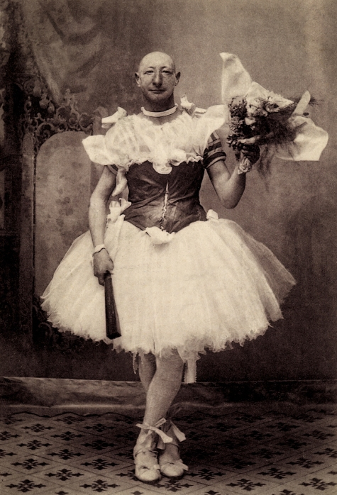 Burlesque comedian Crun-Crun in Avignon, France, 1900, courtesy of Sebastien Lifshitz and The Photographers' Gallery