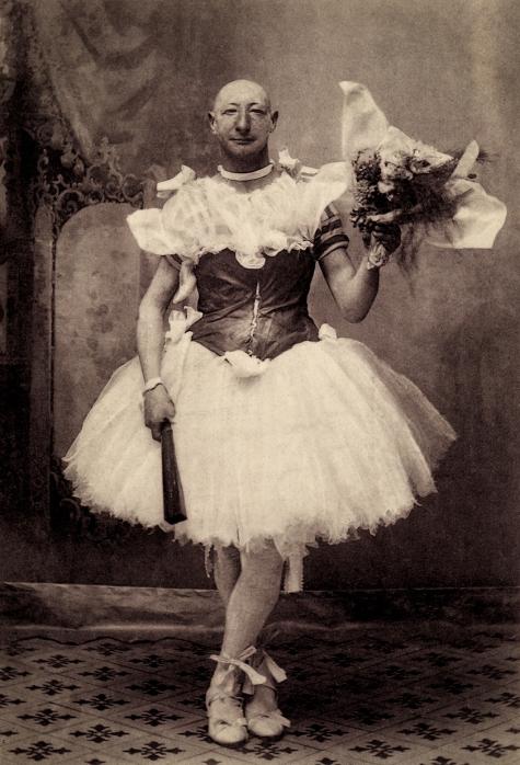 Burlesque comedian Crun-Crun in Avignon, France, 1900, courtesy of Sebastien Lifshitz and The Photographers' Gallery