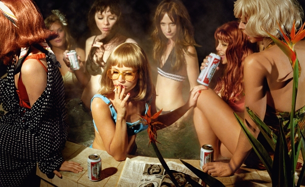 The Big Valley: Susie and Friends (2008) © Alex Prager Studio and Lehmann Maupin, New York and Hong Kong. Courtesy Alex Prager Studio, Lehmann Maupin, New York and Hong Kong