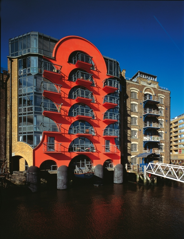 CZWG Architects, China Wharf, London (1988) Photo by John and Jo Peck