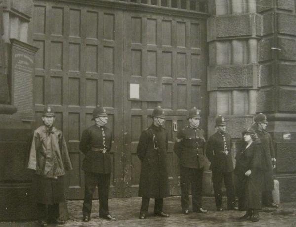 Anti-capital punishment campaigner, Violet van der Elst, outside Wandsworth Prison, 1935