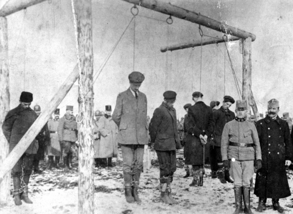 Austro-Hungarian troops hanging unarmed Serbian civilians (1915)