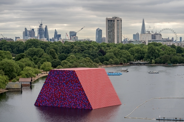 The London Mastaba, Serpentine Lake, Hyde Park (2016-18) by Christo and Jeanne-Claude. Photo: Wolfgang Volz © 2018 Christo
