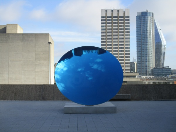 Sky Mirror, Blue (2016) by Anish Kapoor. Photo by the author