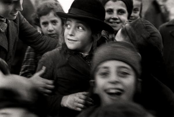 Jewish school children, Mukacevo (1935–38) by Roman Vishniac © Mara Vishniac Kohn