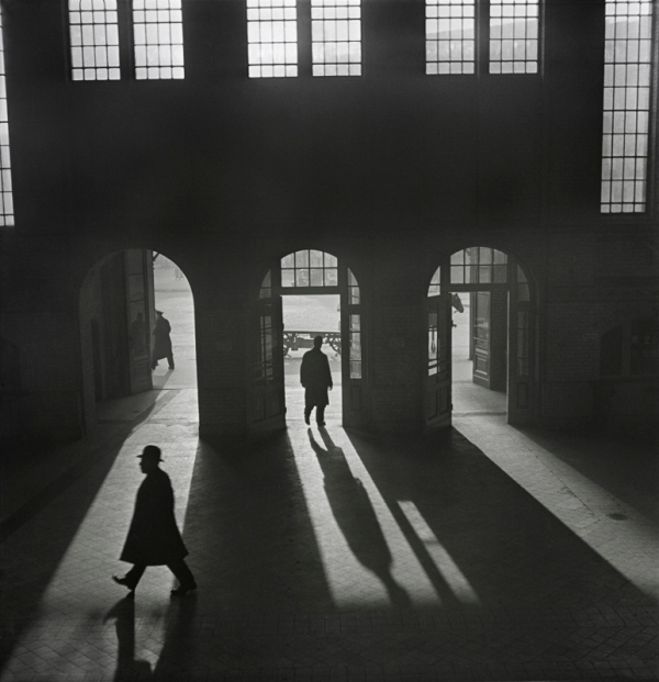 Interior of the Anhalter Bahnhof railway terminus near Potsdamer Platz, Berlin, 1929–early 1930s by Roman Vishniac © Mara Vishniac Kohn