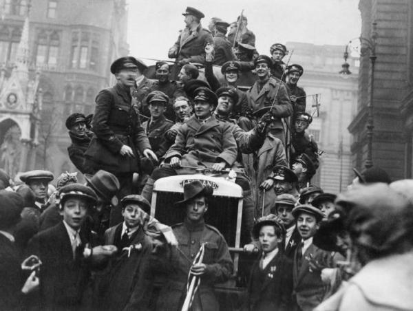 Armistice celebrations in Birmingham, 1918 IWM (Q 63690)